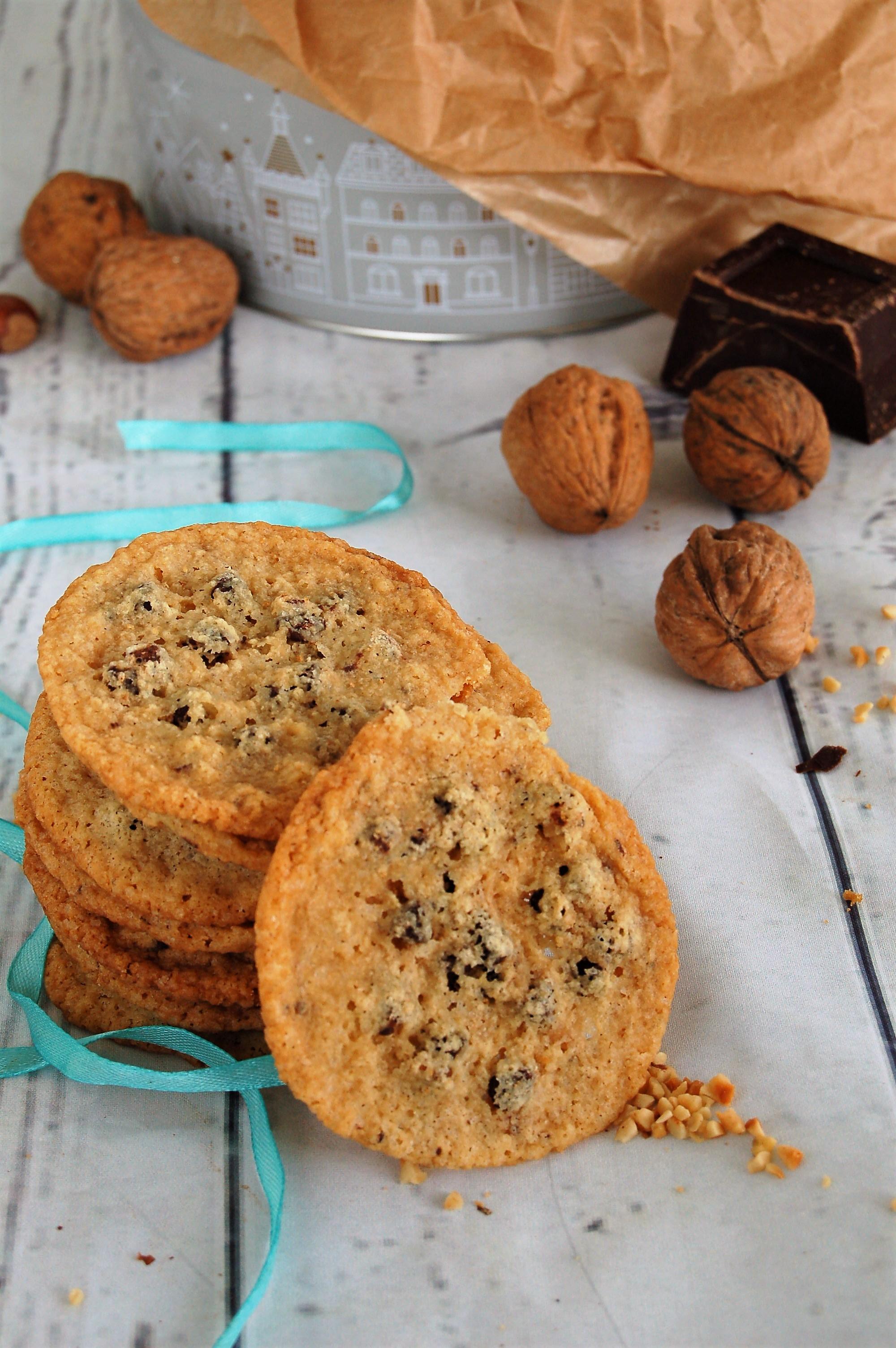 Cookies alle noci e gocce di cioccolato