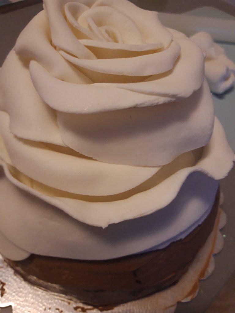 torta a forma di rosa