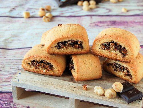 Biscotti ripieni di fichi secchi datteri e cioccolato